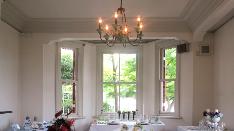 17のテーブル・器・花で彩る異人館 8月31日まで開催