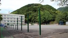 適度に自然に恵まれた小学校(^^)