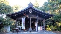 谷津山の参拝道を登っていくとたどり着きます!